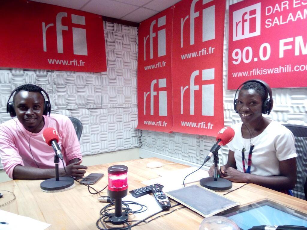 """Mwanamuziki Rajab Said """"Rijovoice"""" akiwa katika studio za Rfikiswahili Dar es Salaam"""