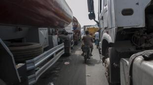 Des camions bloqués sur la route qui mène au port de Lagos. Photo du 31 janvier 2018.