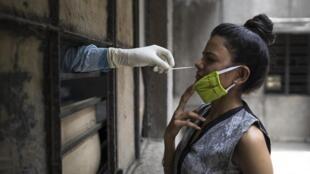 Test du coronavirus, à New Delhi, le 19 juin 2020.