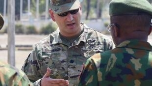 US officer talks to a Nigerian counterpart