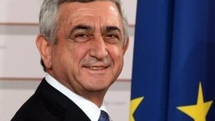 Президент Армении Серж Саргсян подтвердил намерения Еревана углубить связи с Евросоюзом во время встречи с комиссаром ЕС по вопросам европейской политики соседства в ноябре 2016 года.