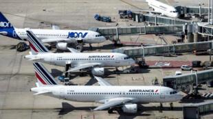 Air France - A-Roissy-les-societes-de-nettoyage-font-une-vraie-chasse-au-coronavirus