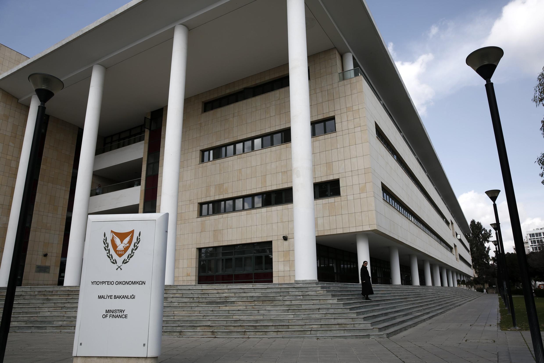 Le ministère des Finances chypriote, à Nicosie. Selon les dernières prévisions de la Commission l'économie devrait poursuivre sa chute en 2013 (-3,5%).