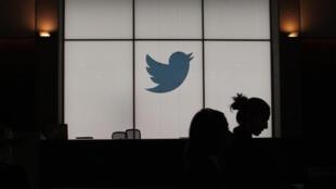 """Twitter comenzará a etiquetar afirmaciones """"engañosas"""" y """"cuestionadas"""" sobre la pandemia de coronavirus"""