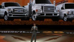 Quảng cáo xe Ford tại Hội chợ xe hơi quốc tế Detroit 2013, Michigan, 15/01/2013.