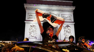 PSG football fans celebrate victory on Champs Elysées 18 Aug 2020_Reuters_Charles Platiau