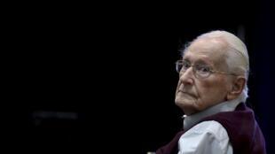 Бывший бухгалтер лагеря Аушвиц в Освенциме Оскар Грёнинг был приговорен к трем с половиной годам тюремного заключения
