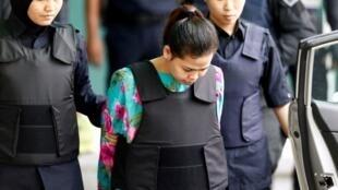 Siti Aisyah alikuwa anashtumiwa sawa na Doan Thi Huong, raia wa Vietnam mwenye umri wa miaka 30, kuwa alimwagia usoni Kim Jong-nam tindikali aina ya VX, ambayo ni sumu kali, Februari 13, 2017 katika uwanja wa ndege wa Kuala Lumpur, mji mkuu wa Malaysia.