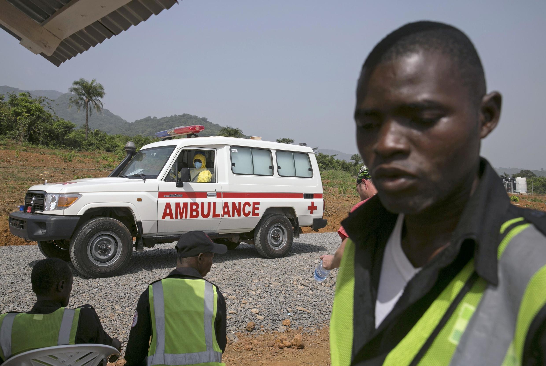 Jami'an kiwon lafiya suna aikin daukar matakan kariya domin kaucewa yaduwar cutar Ebola a Saliyo