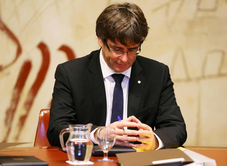 Shugaban yankin Catalonia Carles Puigdemont na ci gaba da fuskantar matsin lamba daga al'ummar yankin kan bukatarsu ta ballewa.