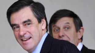François Fillon,, alors Premier ministre de Nicolas Sarkozy, et au second plan, Jean-Pierre Jouyet, alors secrétaire d'Etat aux Affaires européennes, le 12 novermbre 2008.