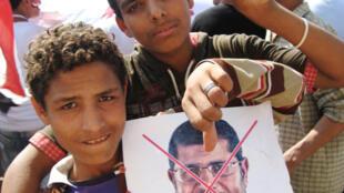 Des jeunes manifestants anti-Morsi  à la place Tahrir, au Caire, le 3 Juillet 2013.