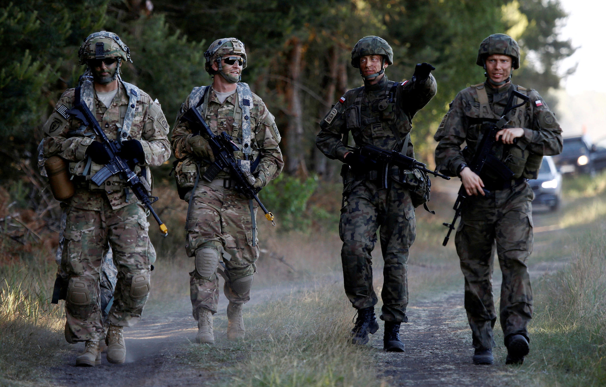 Poland's 6th Airborne Brigade soldiers (R) walk with U.S. 82nd Airborne Division soldiers during the NATO allies' Anakonda 16 exercise near Torun, Poland, June 7, 2016.