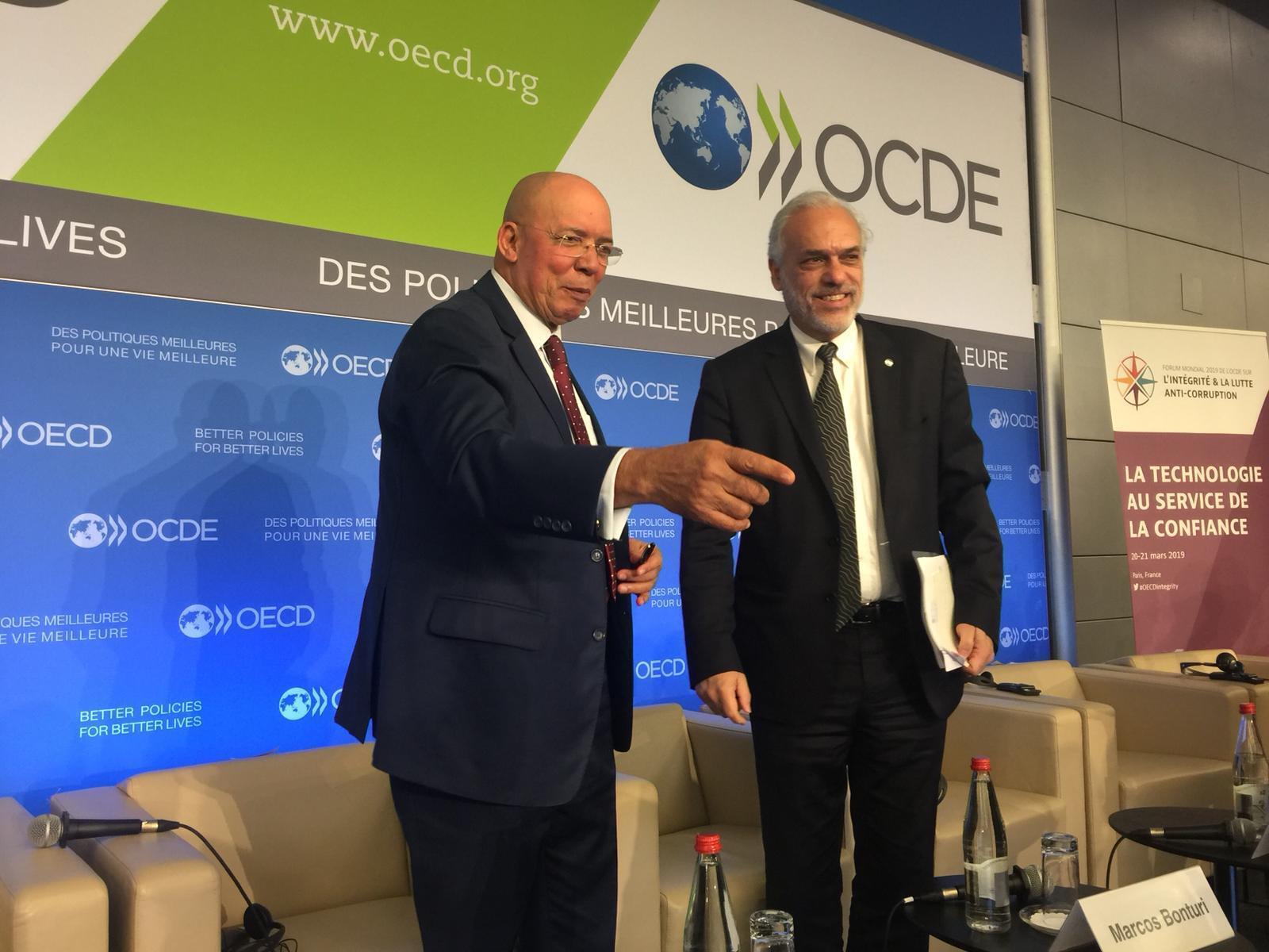 Francisco Queiroz, ministro angolano da Justiça e Direitos Humanos, e Marcos Bonturi, director de Governança Pública da OCDE. Sede da OCDE, Paris, 20 de Março de 2019.