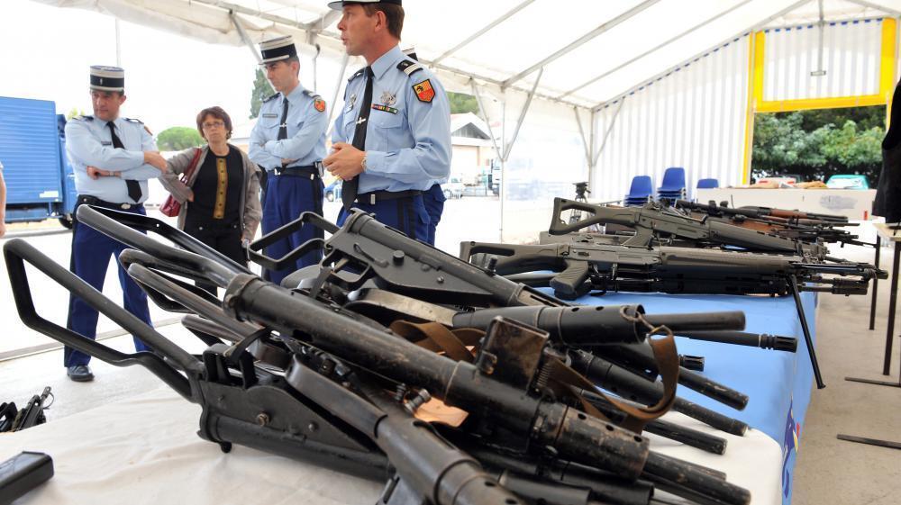 Нелегальное оружие, изъятое 3 октября 2008 года неподалеку от деревни Ланглад (Гард).