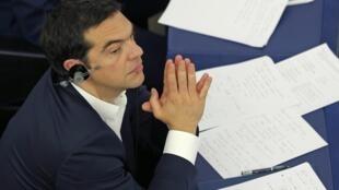 Os líderes da zona do euro já estão a  avaliar as novas propostas da Grécia.