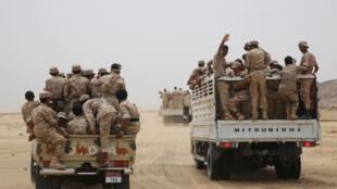 Des soldats de l'armée yéménite escortent le vice-président Ali Muhssien al-Ahmar vers la base de la province centrale de Marib, le 15 août 2016. (Photo d'illustration)