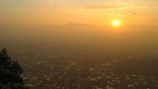 Santiago de Chile bajo una nube de contaminación.