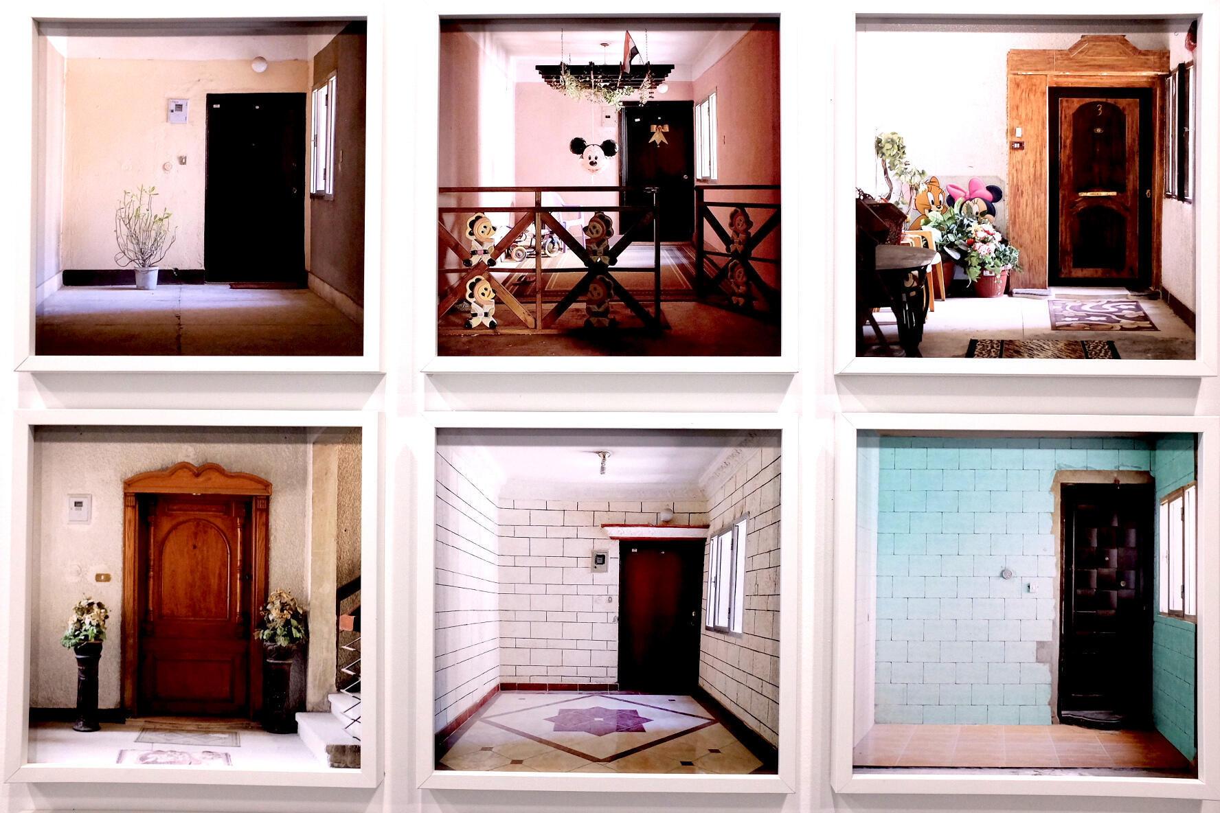 Photo issue de la série « Public Performance », de Mai Al Shazly, prise de vue dans l'exposition « Hakawi » à la Cité internationale des arts, Paris.