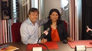 La directora del Festival, la peruana Jovita Maeder, con Jordi Batallé en RFI