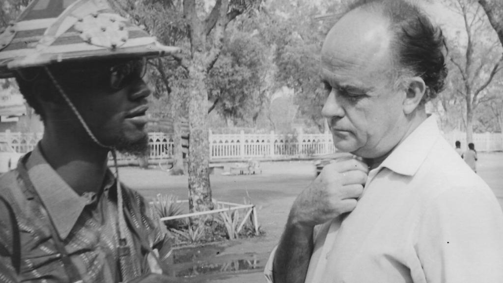 ژان قوش به همراه فیلمساز اهل نیجریه، اولا بالوگان