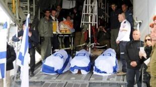 Corpos de turistas israelenses mortos em ataque em Istambul são repatriados para Israel.
