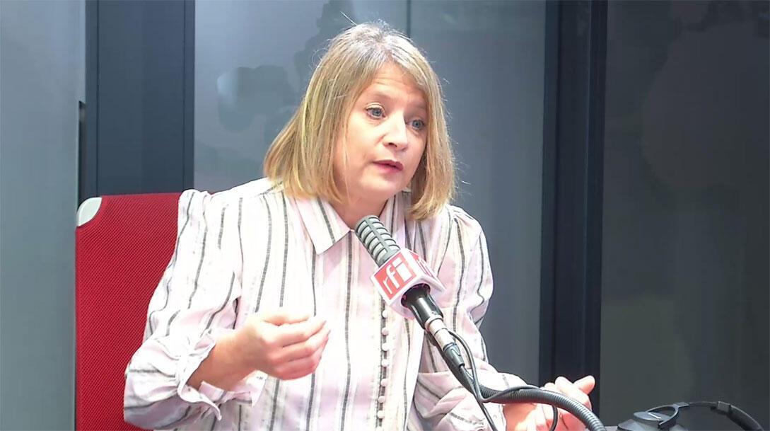 Professeure Karine Lacombe, infectiologue, cheffe de service à l'hôpital Saint-Antoine à Paris dans les studios de RFI, le 13 mars 2020.