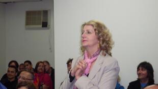 A deputada Iara Bernardi (PT-SP) rechaça alegações de que seu projeto trate da legalização do aborto.