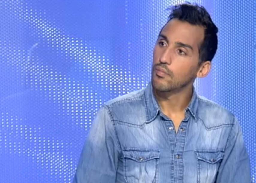 O jogador Zahir Belounis concede entrevista ao canal France 24 após chegar em Paris.