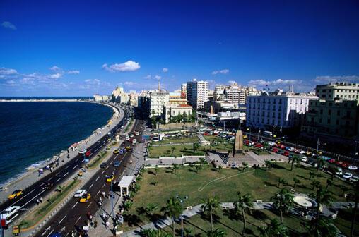 Alexandrie, 4 millions d'habitants, est située à l'ouest du  Delta du Nil.