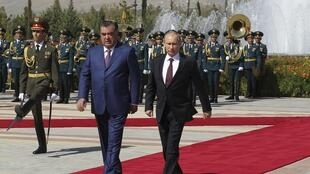 Эмомали Рахмон торжественно встречает Владимира Путина в Душанбе 05/10/2012