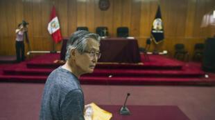 Alberto Fujimori durante su juicio en Lima el 8 de enero de 2015.