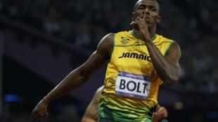 Usain Bolt  comemora sua vitória na final dos 200 metros.