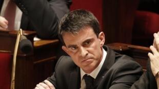 O primeiro-ministro francês Manuel Valls encomendou um plano de luta contra a radicalização nas prisões ao Ministério da Justiça