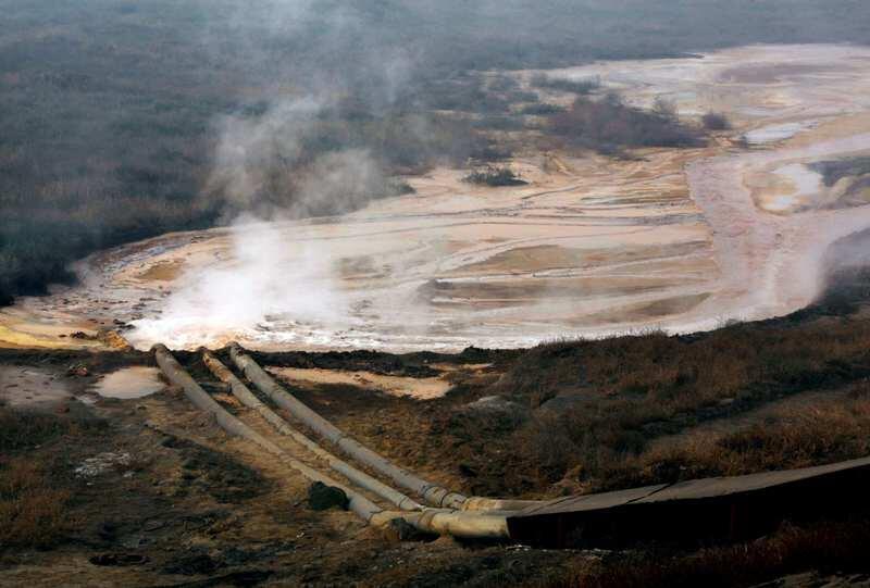 中國內蒙包頭新光鎮稀土礦排出的污水2010年11月3日。