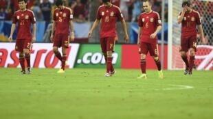 Thua Chilê 0-2, cánh cửa Cúp bóng đá Brazil 2014 hoàn toàn khép lại đối với Tây Ban Nha.