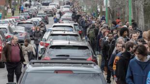 Des centaines de mètres de queue lors du vote expatriés français à Montreal, au Québec, le 22 avril 2017. La France insoumise avait fait 27%.