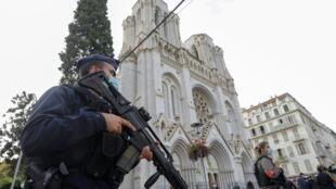 L'attaque au couteau dans une église de Nice, ce jeudi 29 octobre, a coûté la vie à trois personnes.