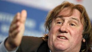 Gérard Depardieu nega as acusações de estupro.