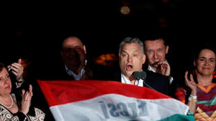 Le Premier ministre hongrois Viktor Orban s'adresse à ses partisans après l'annonce des résultats partiels des élections parlementaires à Budapest, en Hongrie, le 8 avril 2018.