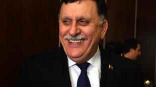 32 ministres représentant les différentes parties et régions composent le gouvernement d'union dirigé par l'homme d'affaires de Tripoli, Fayez el-Sarraj. (Photo de Fayez el-Sarraj lors d'une conférence de presse à Tunis, le 8 janvier 1016). e