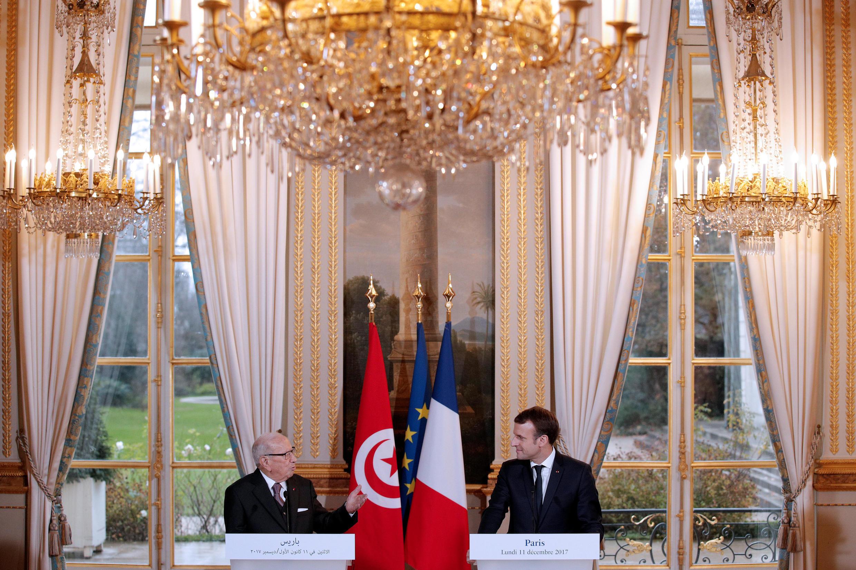 Le président français Emmanuel Macron et son homologue tunisien, Béji Caïd Essebsi, le 11 décembre 2017 à Paris.