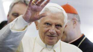 Benedicto XVI a su llegada a Santiago de Compostela.