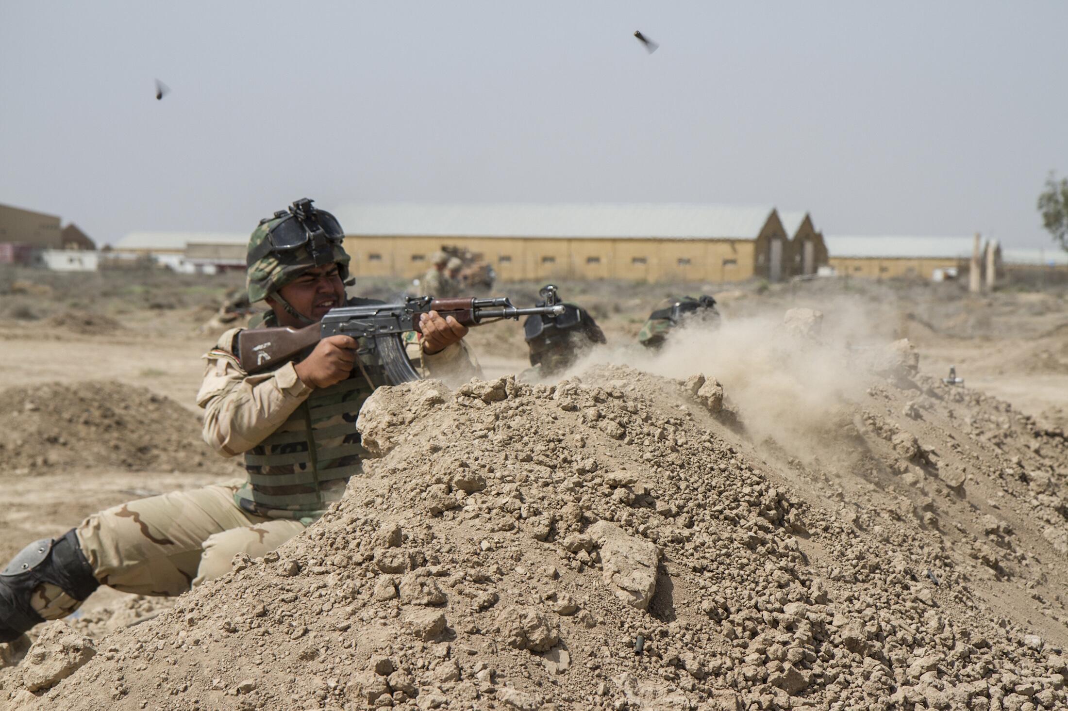 Иракские солдаты тренируются с американскими военными, Ирак, июнь 2015 г.