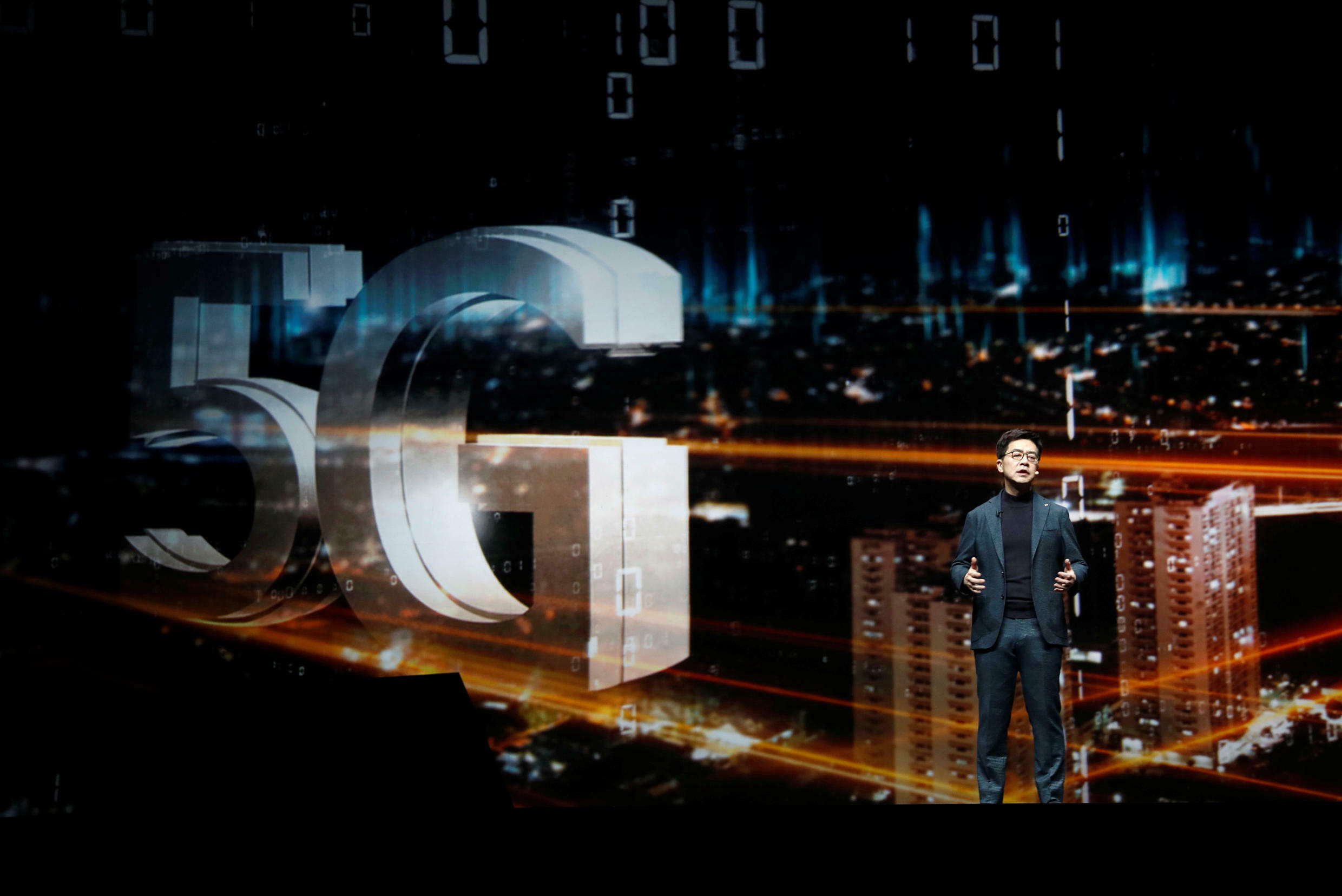 Le PDG sud-coréen de LG Electronics évoque le déploiement du réseau 5G au CES 2019 de Las Vegas, le 7 janvier 2019.