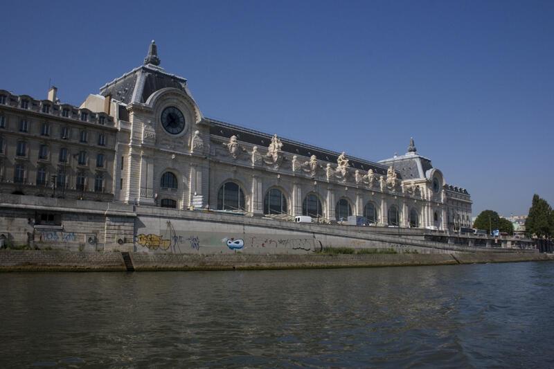 O museu d'Orsay, à beira do rio Sena, em Paris.