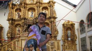 菲律宾受海燕飓风袭击后的一个教堂