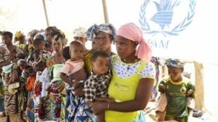 Des réfugiés maliens dans le camp de Mentao situé à 200 km de Ouagadougou au Burkina Faso (photos d'archives).