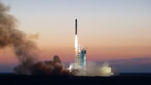 中国发射暗物质粒子探测卫星(DAMPE)