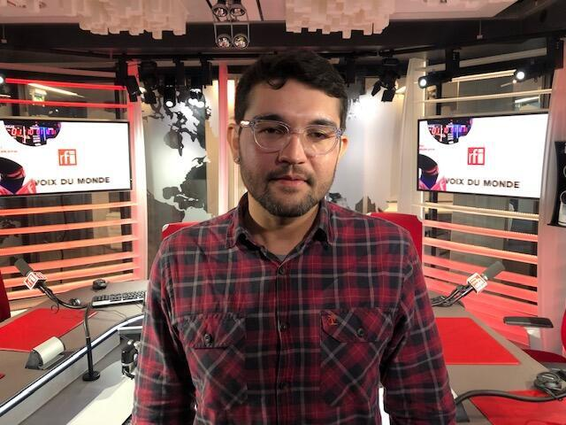 O historiador Paulo César Gomes nos estúdios da RFI em Paris.